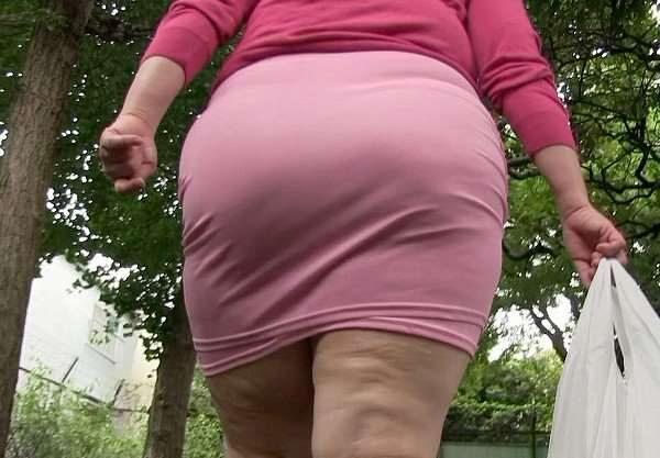 もーでっかいケツ!本当につぶされそう。ぽっちゃり好きにはたまらない巨尻の人妻。メガネも似合う普通のおばさんww