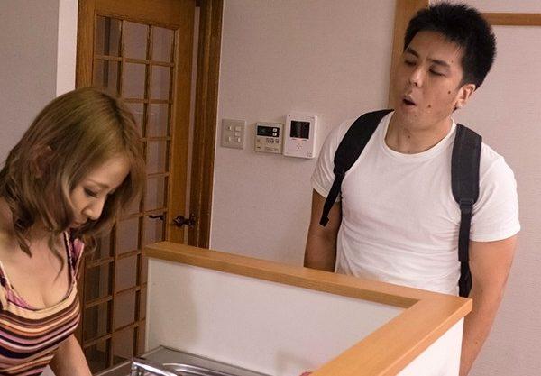 田舎から上京してきた無骨な甥っ子を慰めようと、妻が手コキしてイカせてやった。それがエスカレートしてとうとう・・。