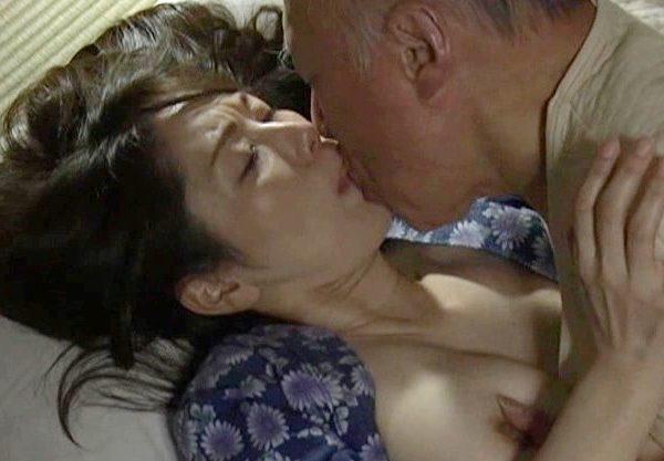 ❖ヘンリー塚本❖母親と嫁、身近にいる女に手をだす鬼畜中年オヤジ。昭和の風景と畳が良く似合うww