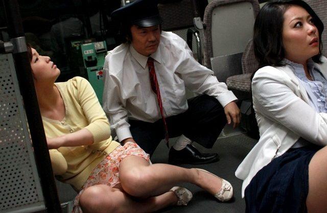 路線バスを襲った落盤事故でパニックになった乗客が、鬼畜集団となって女性に襲いかかる。ちょっとありそうでヤバイ。