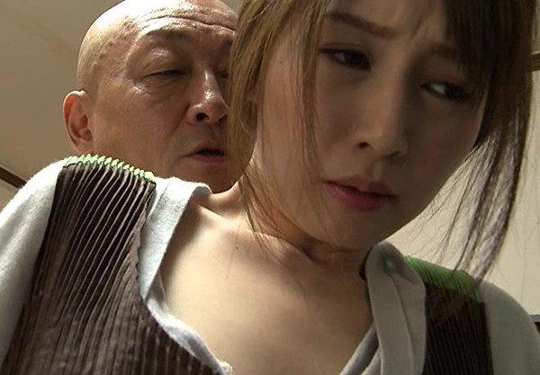 ❖ヘンリー塚本❖夫が怪我で入院して病院の一室で一戦交えた直後に、義父と淫らな行為をする若妻